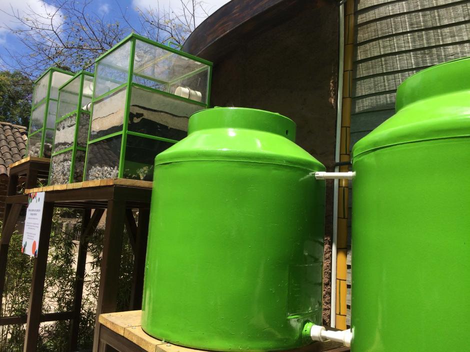 Varios filtros para poder aprovechar el agua de lluvia. (Foto: Roberto Caubilla/Soy502)