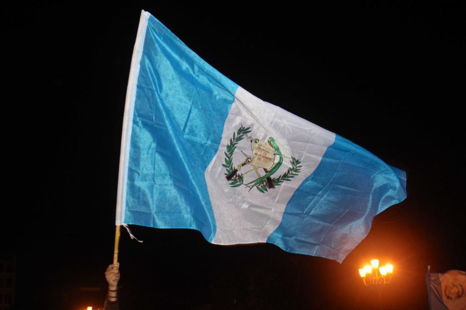 Guatemaltecos celebran la renuncia del Presidente Pérez Molina, quien dimitió la noche del pasado miércoles. (Foto: Alejandro Balan / Soy502)