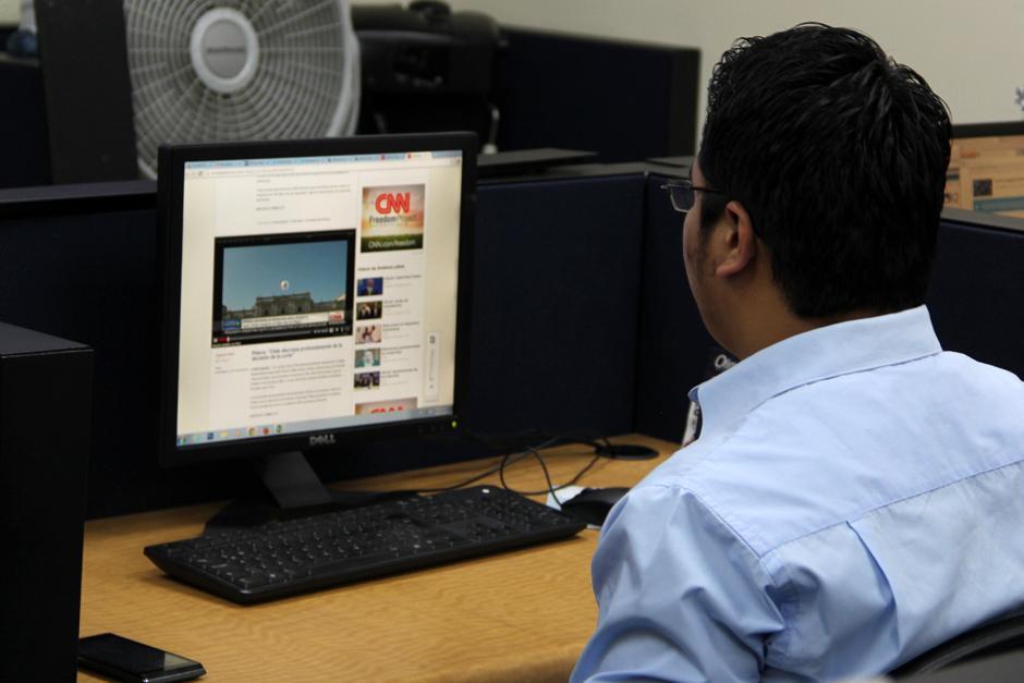 En la oficina graban permanentemente el audio de los medios radiales y televisivos durante todo el día y envían un monitoreo a los funcionarios de la Secretaría de Comunicación entre cuatro o seis veces al día los cuales a la vez se comparten a otras dependencias. (Foto: Luis Barrios/Soy502)