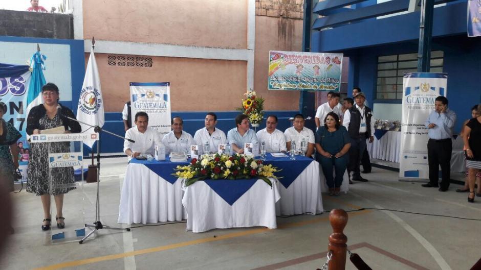 En la actividad estuvieron el presidente de la República y los ministros de Educación y Finanzas.  (Foto: Hugo Barrios/Nuestro Diario)