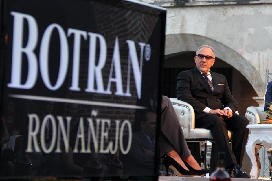 """""""Personalmente, entiendo lo que significa sentirte orgulloso de lo que se produce, por eso, el producto que ofrece Botran merece todo mi respeto"""", señaló Emilio Estefan.(Foto: Luis Barrios/Soy502)"""