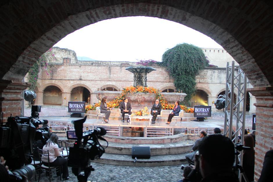 El anuncio oficial de la fusión de la figura de Emilio Estefan, ícono de la música latina en Estados Unidos, y Ron Botran, se llevó a cabo en el Convento de La Merced, en Antigua.(Foto: Luis Barrios/Soy502)