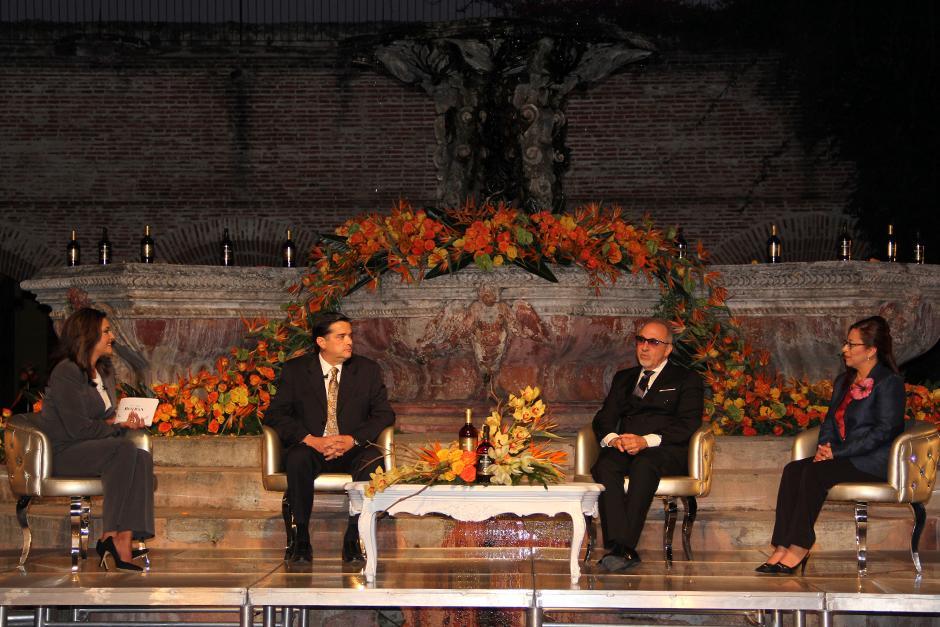 Emilio Estefan, junto a Roberto García Botrán, Presidente y CEO de Ron Botran, en la conferencia de prensa que se llevó a cabo en Antigua.(Foto: Luis Barrios/Soy502)