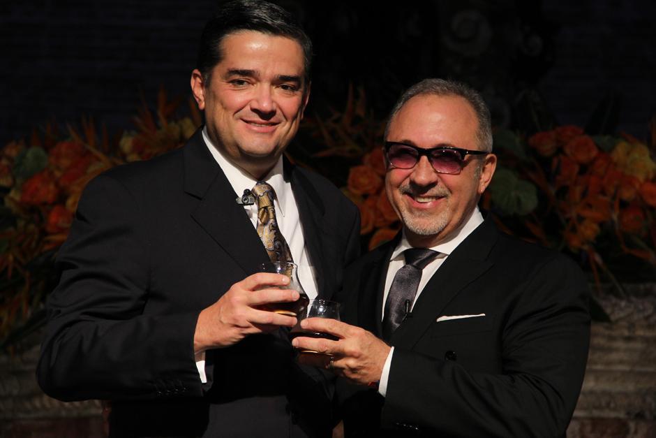 Roberto García Botrán, Presidente de Ron Botran, junto a Emilio Estefan en el anuncio oficial del lanzamiento de una campaña mediática en Estados Unidos. que tendrá al reconocido productor musical como figura.(Foto: Luis Barrios/Soy502)