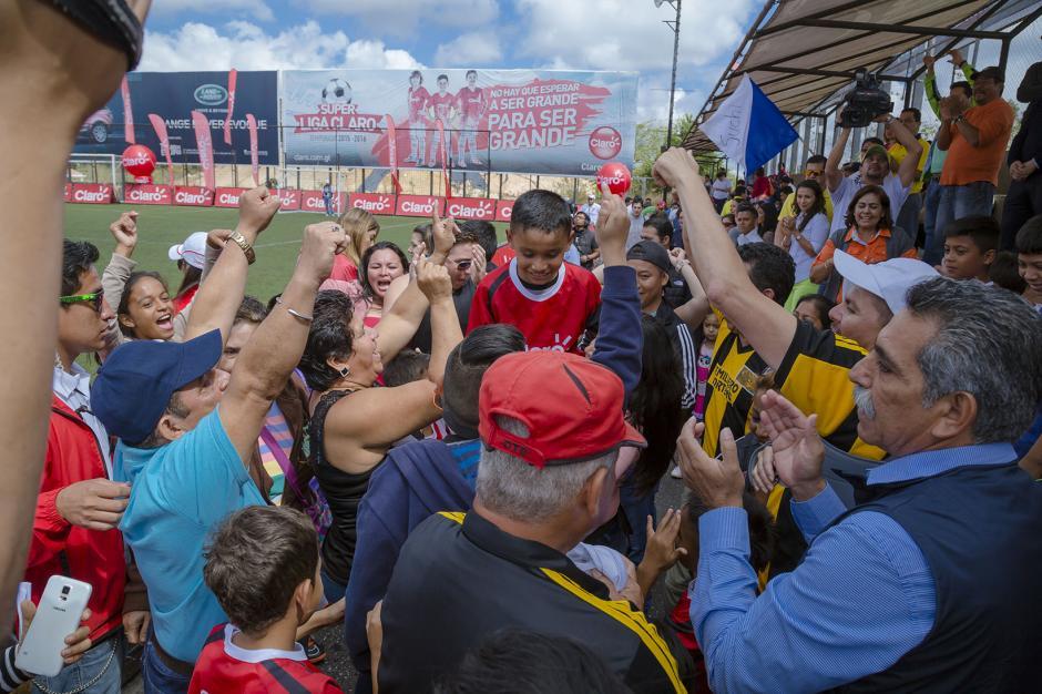 Los seguidores disfrutaron y celebraron en grande la victoria de sus equipos. (Foto: George Rojas /Soy502)