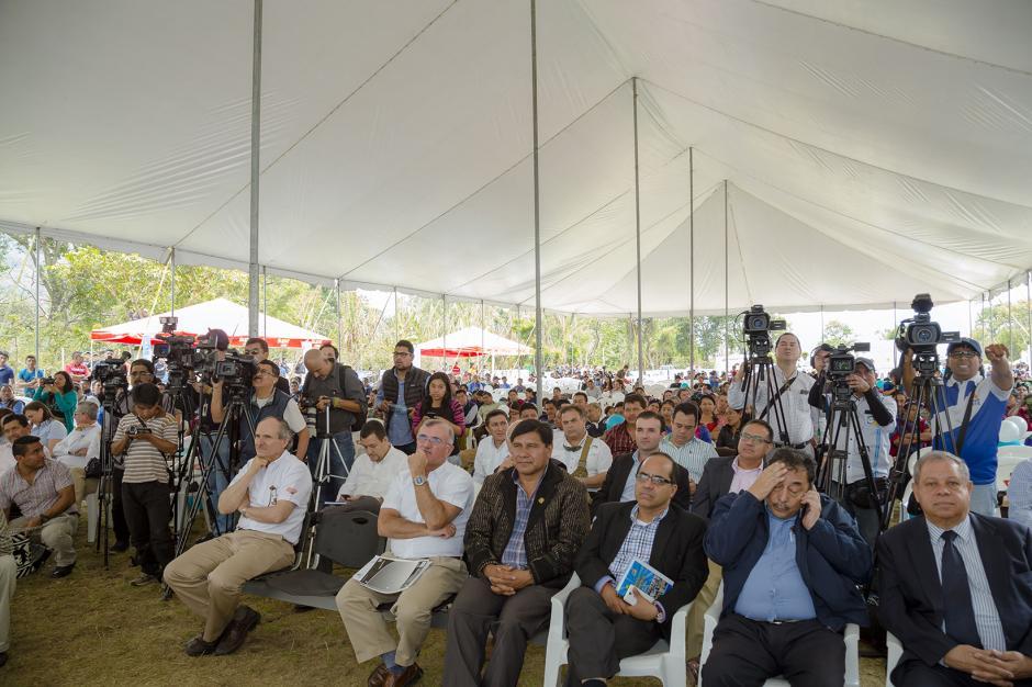 Habitantes de la comunidad Tzununá y representantes que participaron en el proyecto. (Foto: George Rojas /Soy502)