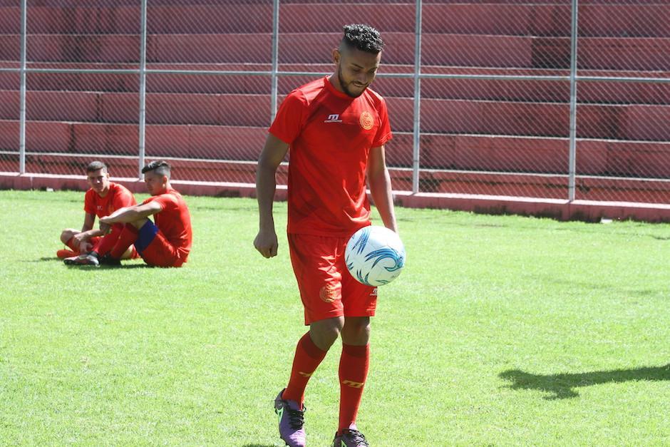 Edy Danilo se ha identificado mucho con la afición escarlata.  (Foto: Luis Barrios/Soy502)
