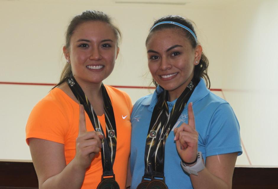 Ana Gabriela Martínez y su hermana Andrea consiguieron el oro en dobles femenino en el Mundial de Raquetbol. (Foto: Luis Barrios/Soy502)