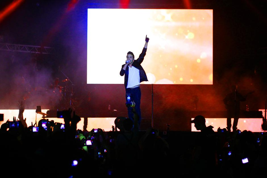 Prince Royce en pleno show en el Gallo Evolution 2014. (Foto: Luis Barrios/Soy502)
