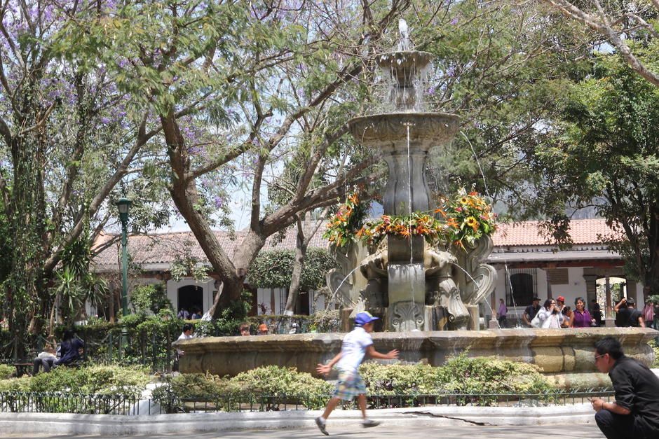 La Fuente de las Sirenas es uno de los monumentos más representativos del centro de Antigua Guatemala. (Foto: Fredy Hernández/Soy502)