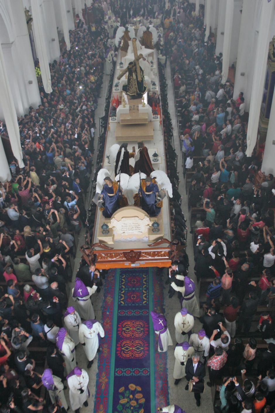 La imagen salió del Templo de la Recolección.(Foto: Raúl Illescas/Especial para Soy502)