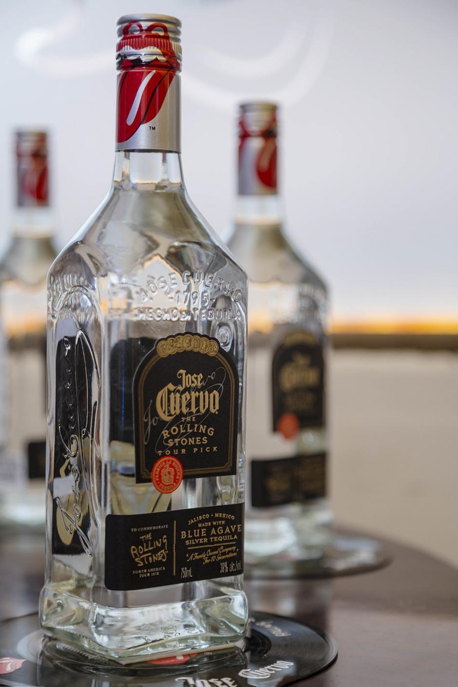 Los amantes del rock podrán disfrutar de un buen tequila y guardar esta botella de colección. (Foto: George Rojas/ Soy502)
