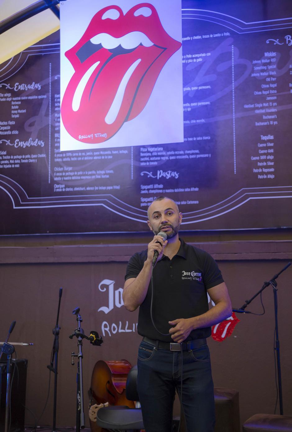 Héctor García, gerente de Licores Distribuidora Alcazarén, durante la presentación de la edición especial de José Cuervo. (Foto: George Rojas/ Soy502)