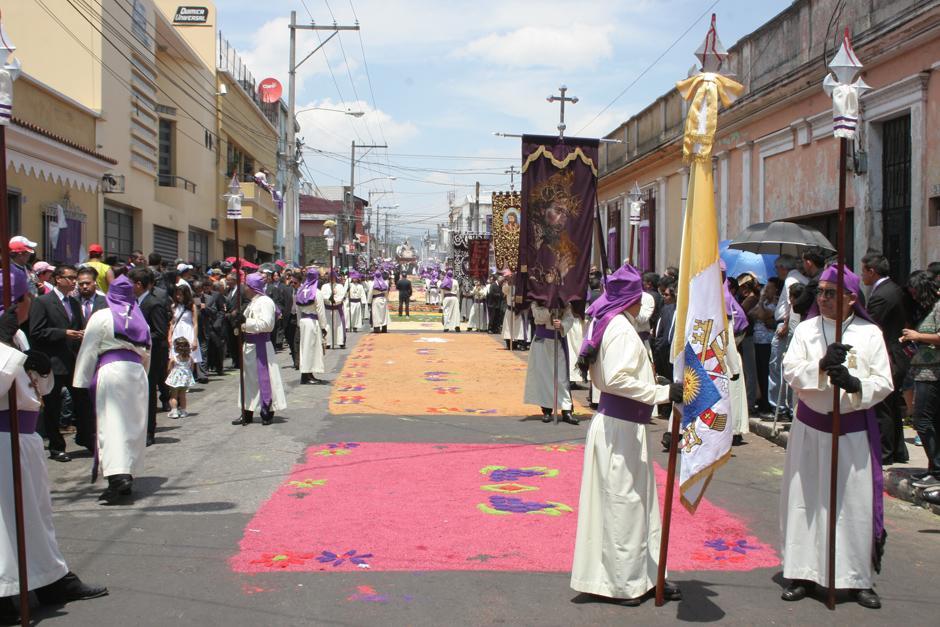 Las alfombras adornaron el recorrido de este cortejo procesional.(Foto: Raúl Illescas/Especial para Soy502)