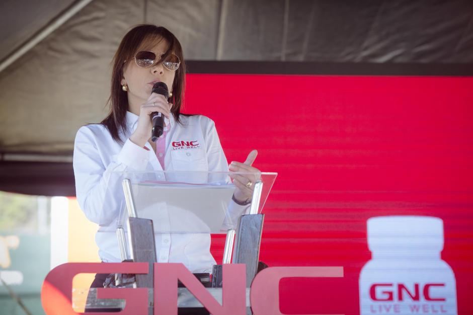 Ana Lucía Paiz, gerente de mercadeo de GNC, explicó el reto innovador que transforma kilómetros en ayuda. (Foto: George Rojas/Soy502)