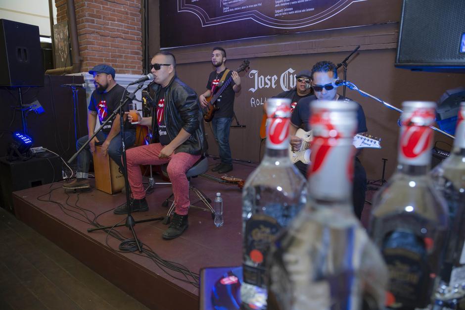 Durante la presentación, una banda invitada tocó temas de los Rolling Stones. (Foto: George Rojas/ Soy502)
