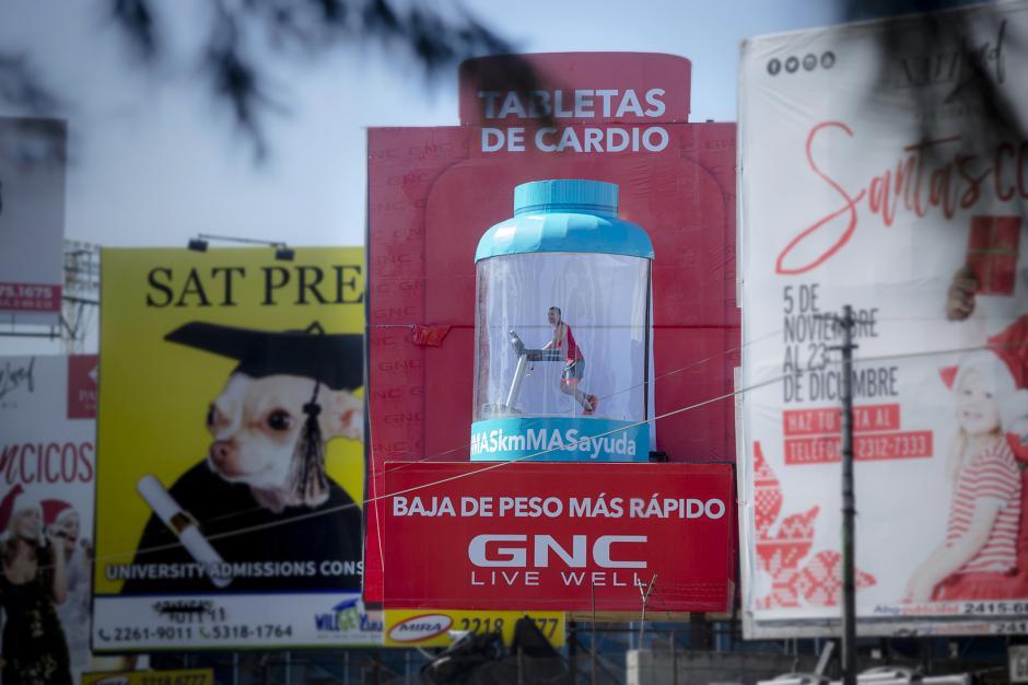 La valla viviente de GNC se encuentra entre el Estadio del Ejército y el Campo Marte. (Foto: George Rojas/Soy502)