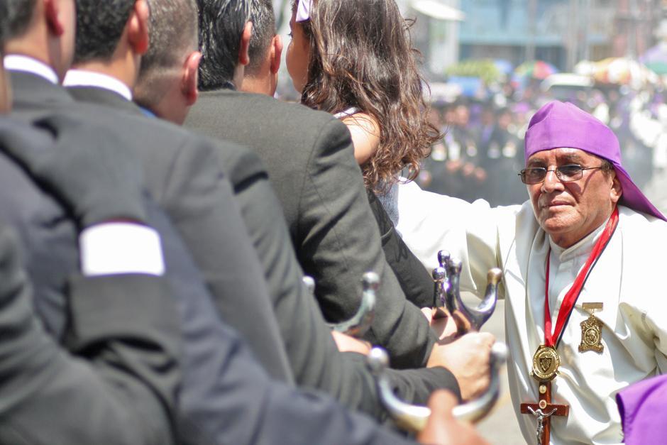 Más de 6 mil devotos cargadores le dan vida a este cortejo procesional.(Foto: Raúl Illescas/Especial para Soy502)