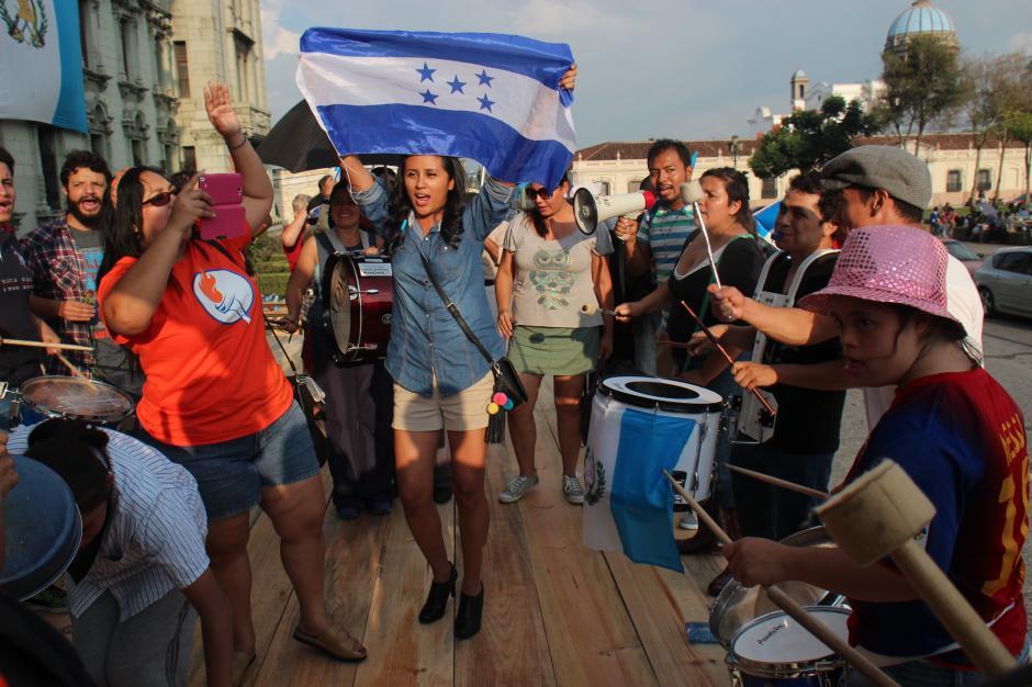 Honduras, que también se ha movilizado en contra de la corrupción, se hizo presente. (Foto: Alejandro Balan/Soy502)