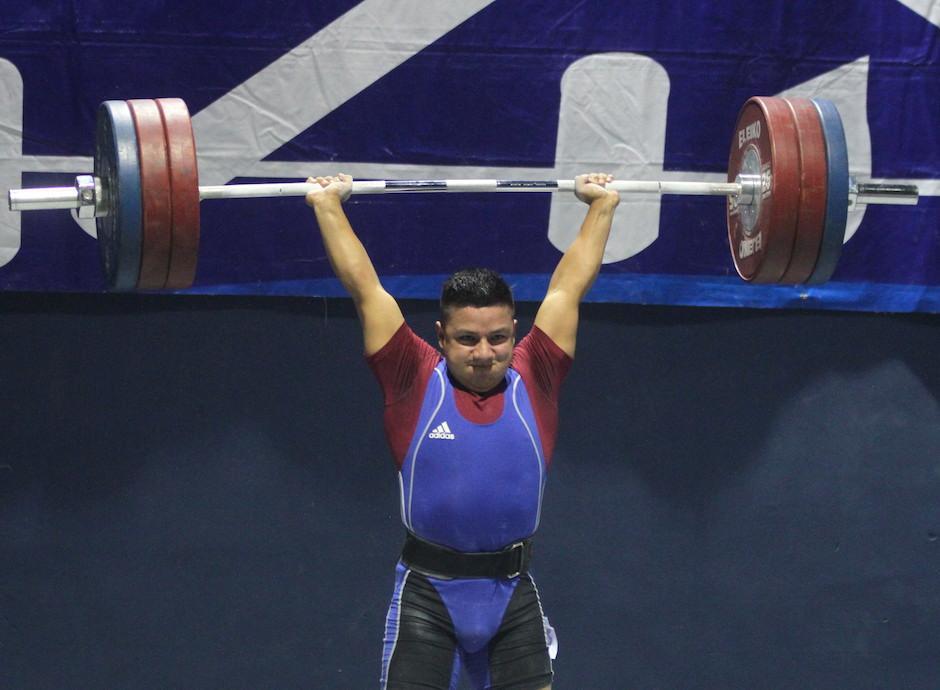 El cobanero Óscar Valdizón dominó los 77 kilogramos. (Foto: Luis Barrios/Soy502)