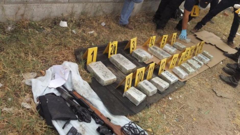 Los agentes aún están contando el dinero. (Foto: PNC)