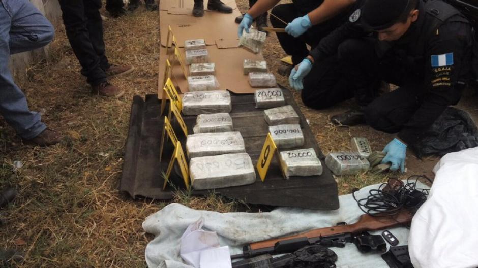 La PNC decomisó armas y dinero en Chiquimula. (Foto: PNC)