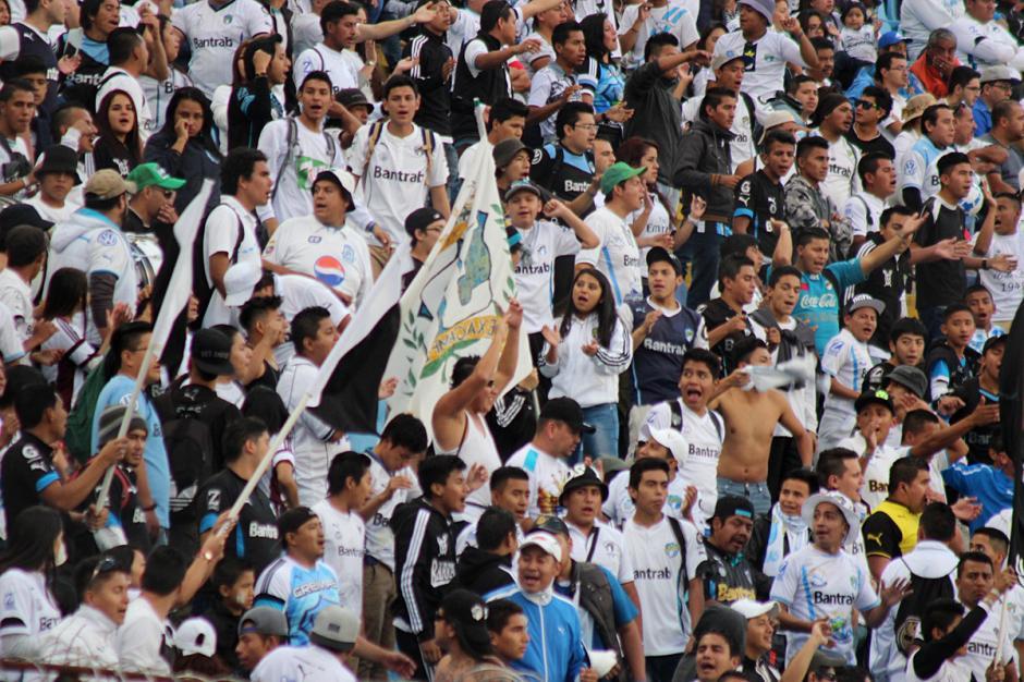 La afición crema respondió en el estadio. (Foto: José Dávila/Soy502)