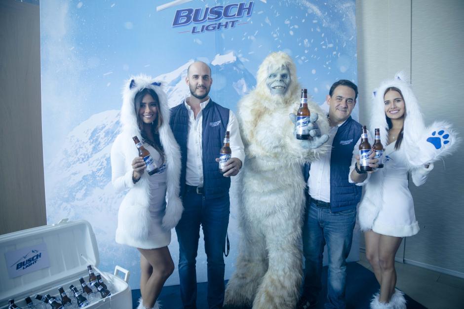 """La idea de la campaña fue que """"el yeti vino a Guatemala para compartir Busch Light con sus amigos"""". (Foto: George Rojas/Soy502)"""