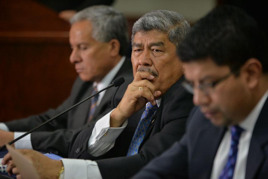 El Contralor Carlos Mencos presentó ante los medios el informe que presentará ante el Congreso. (Foto: Wilder López/Soy502)