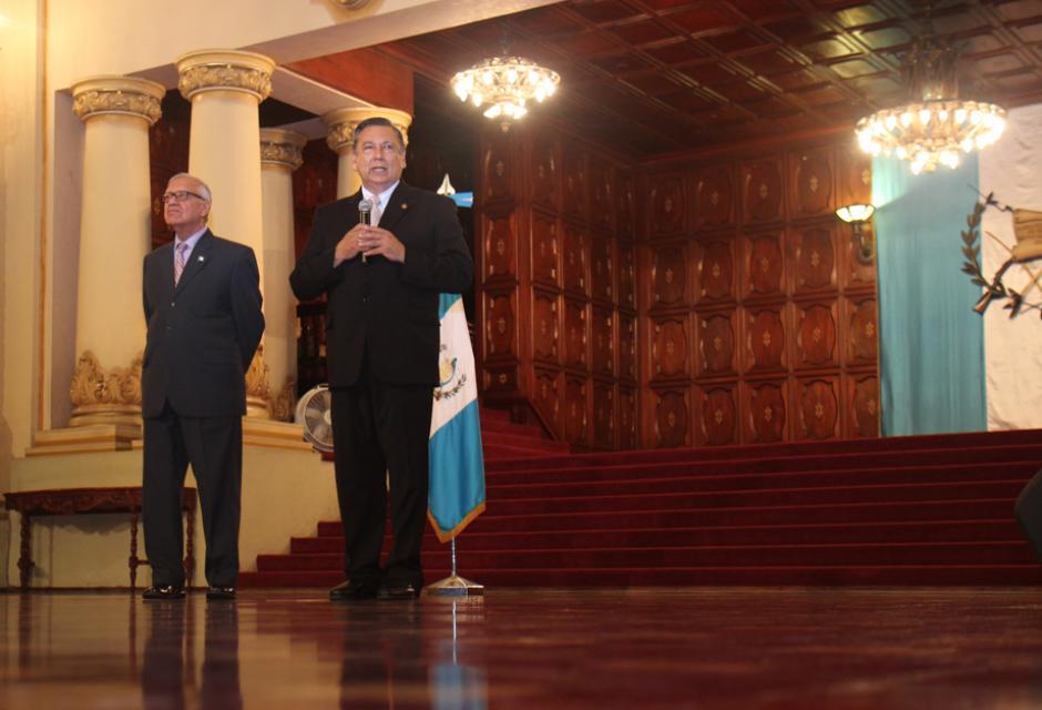 La primera conferencia del nuevo Vicepresidente se realizó en el Salón de Banderas del Palacio Nacional de la Cultura. (Foto: Alejandro Balán/Soy502)