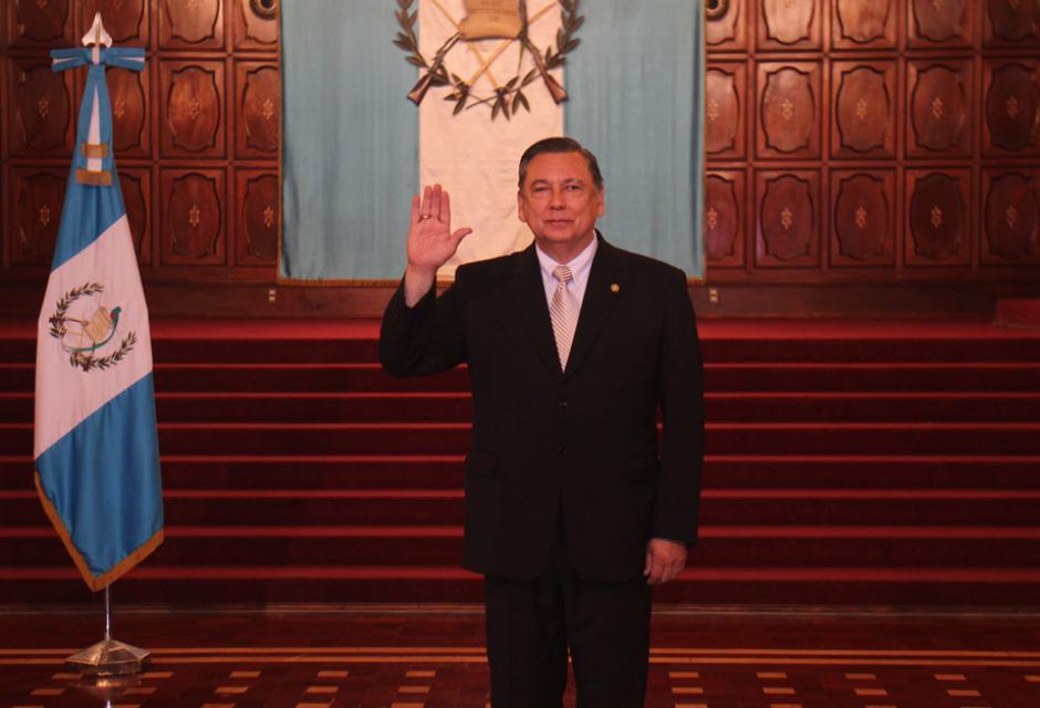 El vicepresidente Alfonso Fuentes Soria realiza su primer saludo oficial desde el Salon de las Banderas. (Foto: Alejandro Balán/Soy502)
