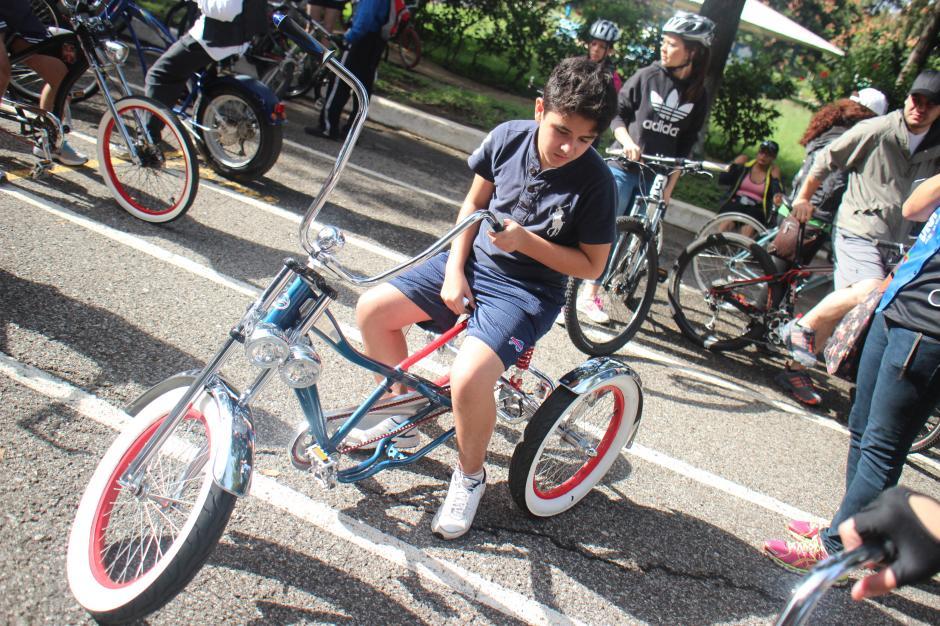 Familias completas con bicicletas exclusivas llegaron para celebrar el día sin carro. (Foto: Alejandro Balan/Soy502)