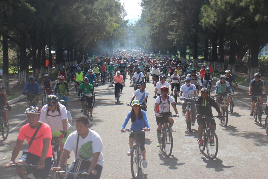 Miles de ciclistas se dieron cita para celebrar el Día Mundial sin Auto en Guatemala. (Foto: Alejandro Balan/Soy502)