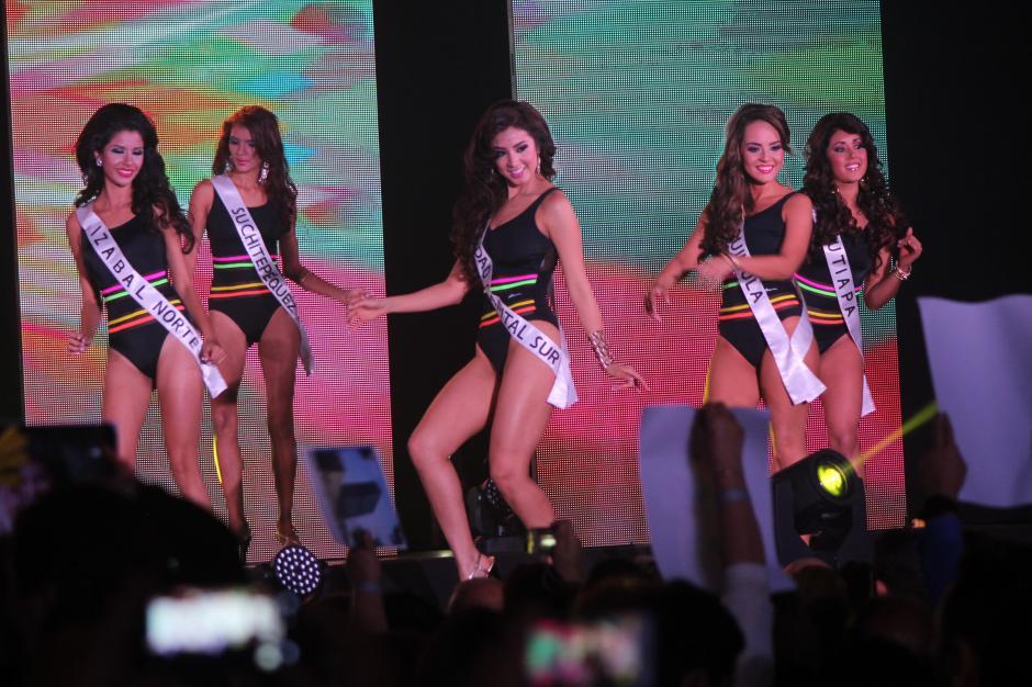 De inmediato, las concursantes salieron en traje de baño. (Foto: Alejandro Balan/Soy502)