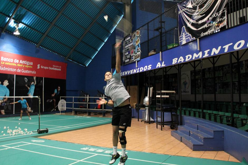 El badmintonista nacional Kevin Cordón se entrena cuatro o cinco horas al día, en las canchas de la Federación. (Foto: Luis Barrios/Soy502)