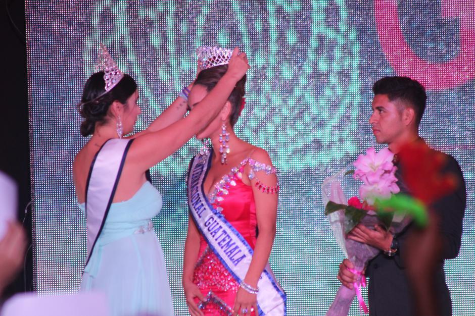 Finalmente inició la coronación de las ganadoras. (Foto: Alejandro Balan/Soy502)