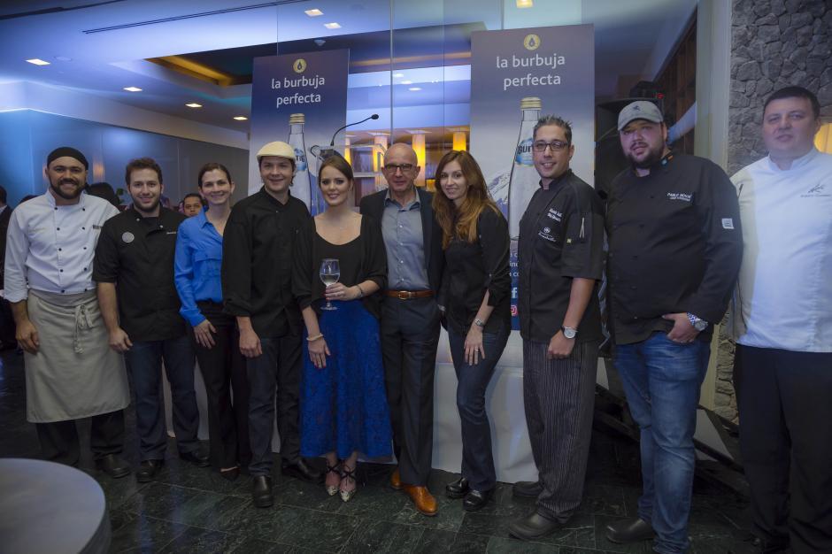 """Virginia Signoret, jefe de marcas de CBC, junto a Michael Mascha y los chefs de """"Signature Menus"""". (Foto: George Rojas/Soy502)"""