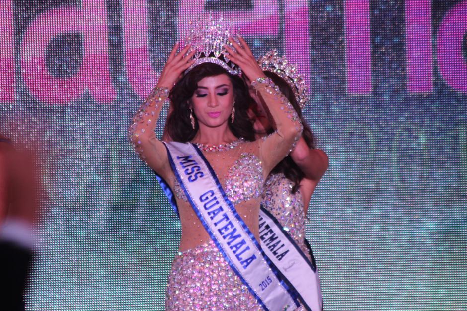 Finalmente, Jeimmy Aburto fue coronada como Miss Guatemala 2015. (Foto: Alejandro Balan/Soy502)