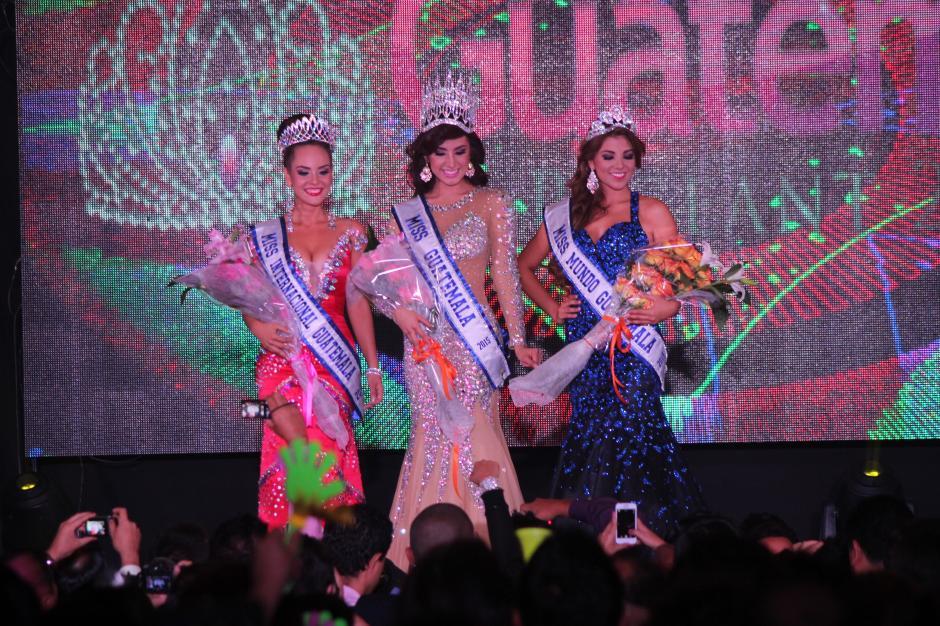 Jeimmy Aburto, al centro, fue seleccionada como la nueva Miss Guatemala 2015. (Foto: Alejandro Balan/Soy502)