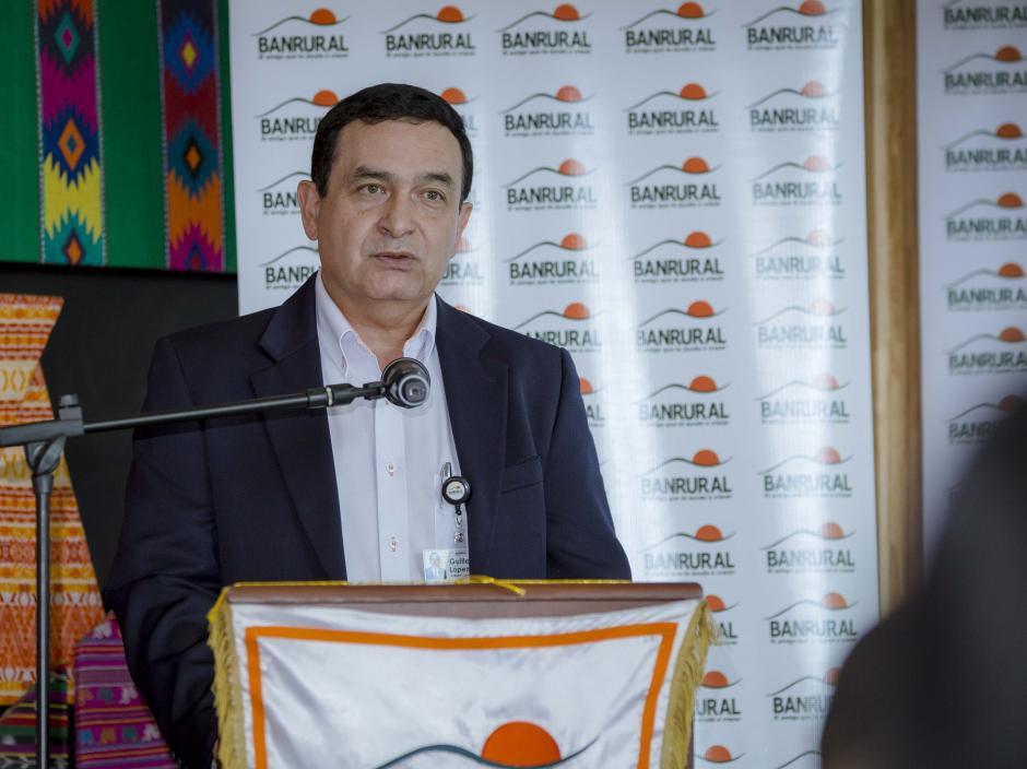 José Guillermo López, gerente general Aseguradora Rural, quien indicó los puntos que abarca el nuevo seguro. (Foto: George Rojas/soy502)