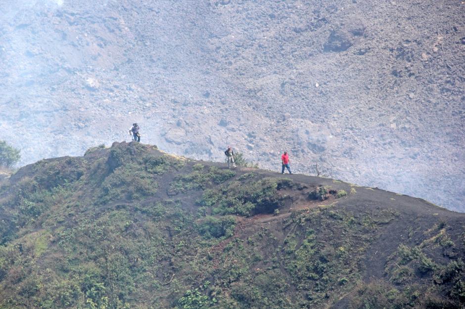 Los turistas debierion retirarse por el peligro de los ríos de lava. (Foto: Esteban Biba/Soy502)