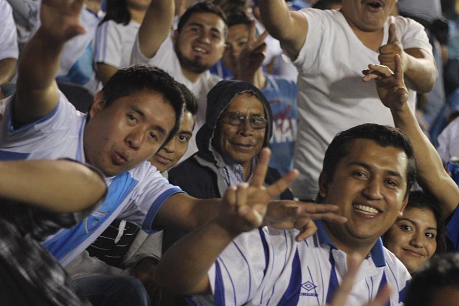 """Grandes grupos de amigos asistieron para apoyar a la """"Sele"""". (Foto: José Dávila/Soy502)"""