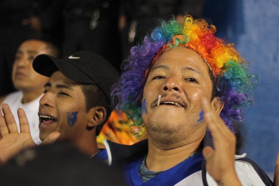 La afición sacó su lado más colorido para apoyar a la Azul y Blanco. (Foto: José Dávila/Soy502)