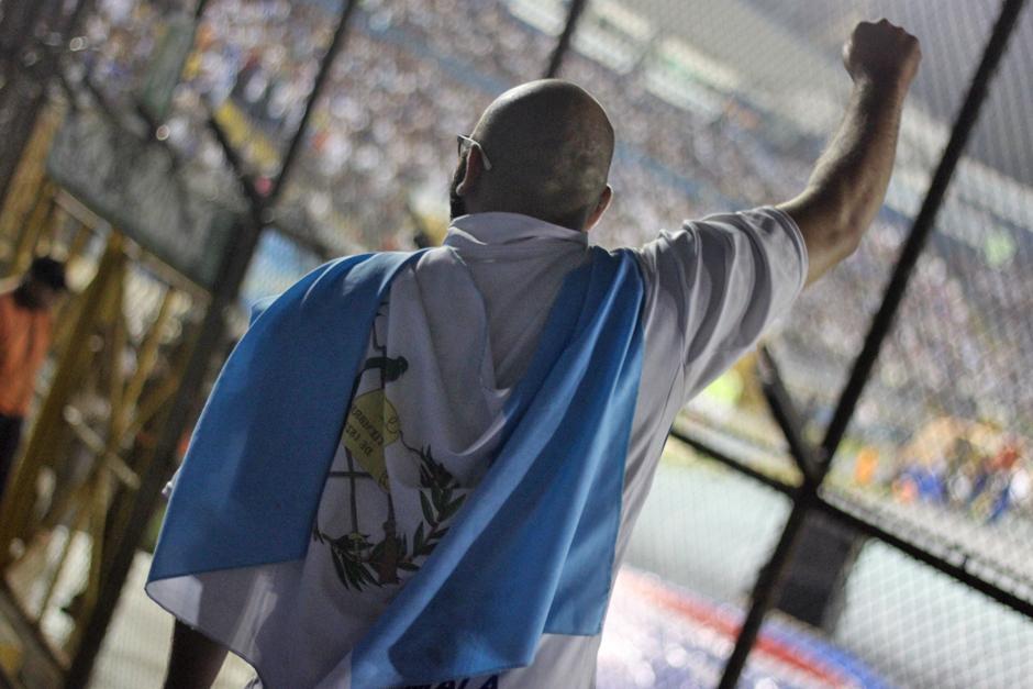 Las banderas no hicieron falta en el Mateo Flores. (Foto: José Dávila/Soy502)
