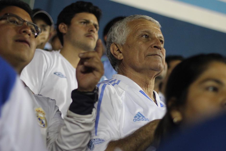 Aficionados de todas las generaciones apoyaron a la Selección Nacional en el Mateo Flores. (Foto: José Dávila/Soy502)