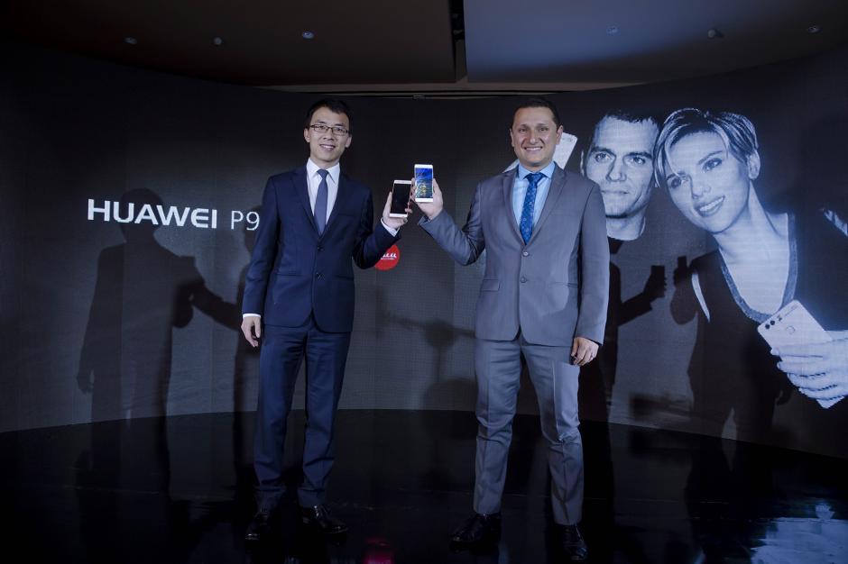 Representantes de Huawei Guatemala presentan el nuevo P9, que promete grandes prestaciones. (Foto: George Rojas/Soy502)