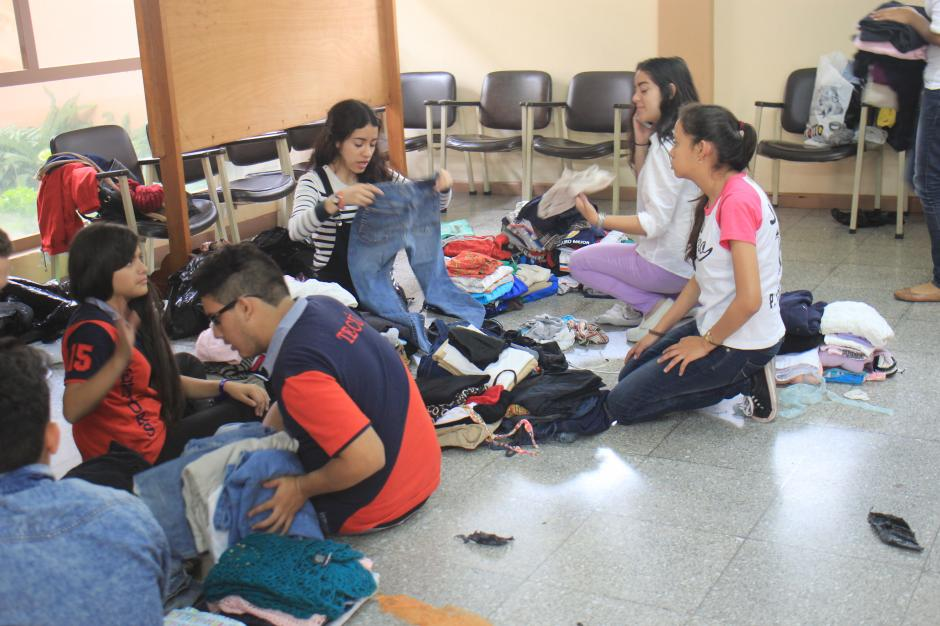 Según el vocero de la Municipalidad de Santa Catarina Pinula lo que más se necesita son voluntarios para organizar los insumos. (Foto: Alejandro Balám/Soy502)