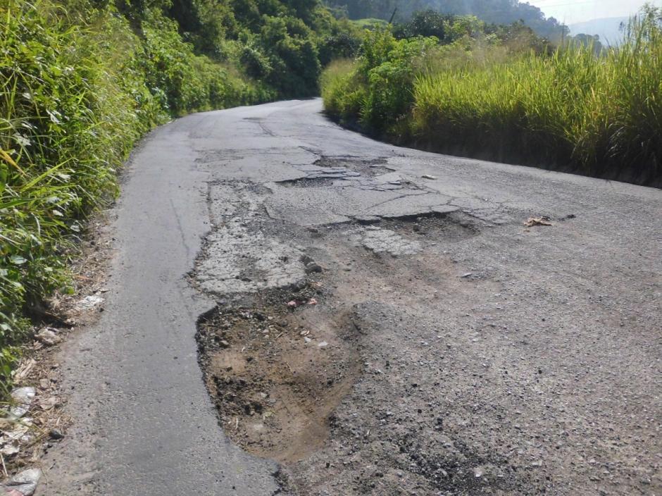 La antigua ruta a Amatitlán presenta varios daños. (Foto: Adopta un Agujero)