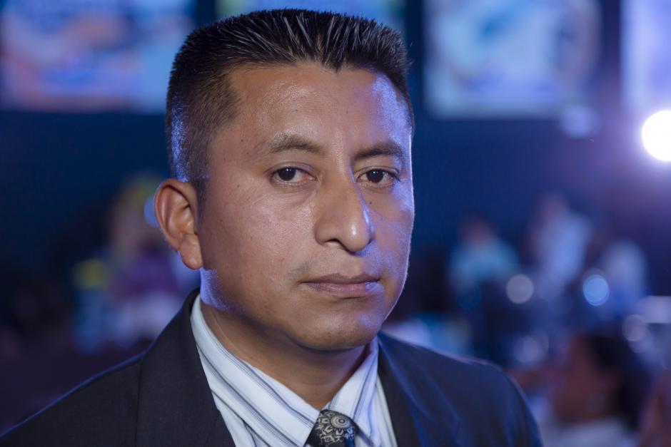 Rigoberto Hernández, luthier, constructor y exportador de arpas de San Lucas Tolimán. (Foto: George Rojas/Soy502)