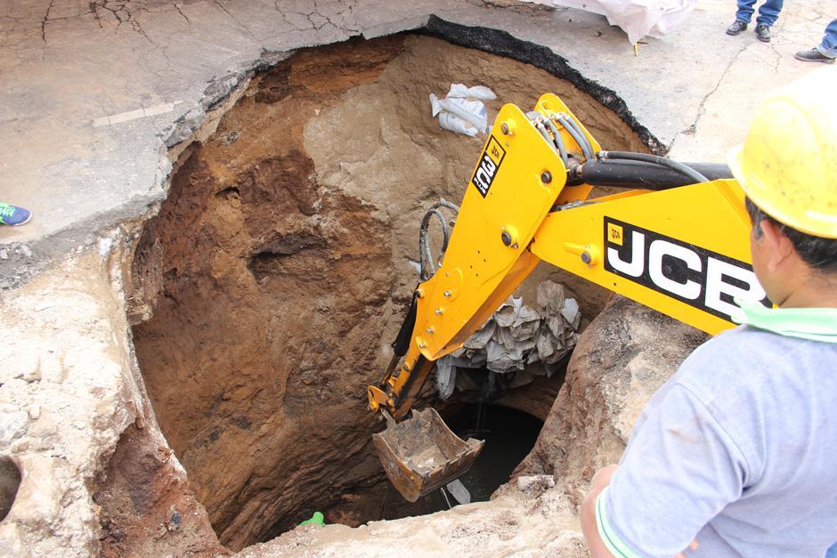 La Municipalidad trabaja en el sector y espera que el paso pueda ser rehabilitado el lunes. (Foto: Alejandro Balán/Soy502)